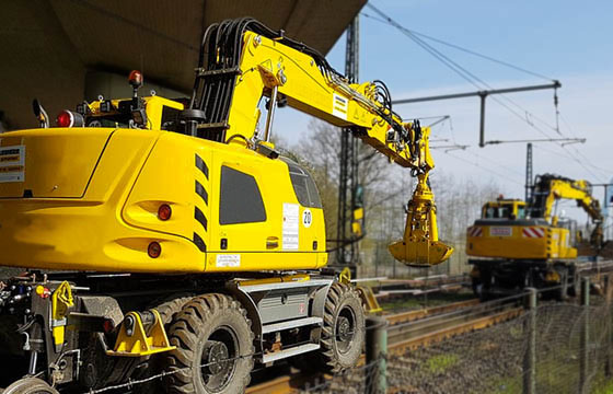 Rail-adapted excavator in operation