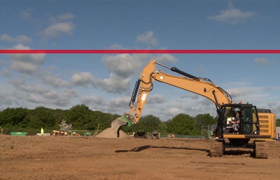 Excavator fitted with height limiter